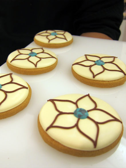 Cute cookies at the event decorated with a Joss Stone tattoo design.