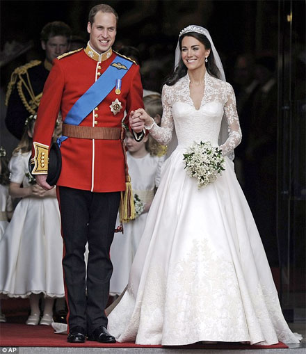 At The Royal Wedding Pippa Middleton S Dress: Get Kate And Pippa Middleton's Royal Wedding Dress Looks