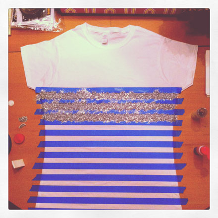 step 4 generously sprinkle your glitter onto the glue i worked one row at a time towards the end i lifted the tee from the top and actually gently shook