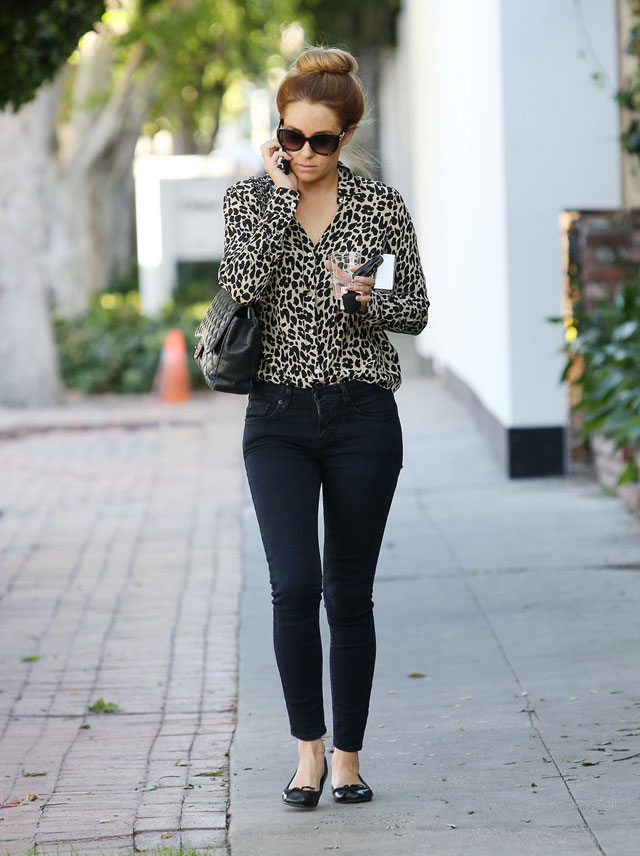 Lauren Conrad's leopard blouse and black skinny jeans look for less