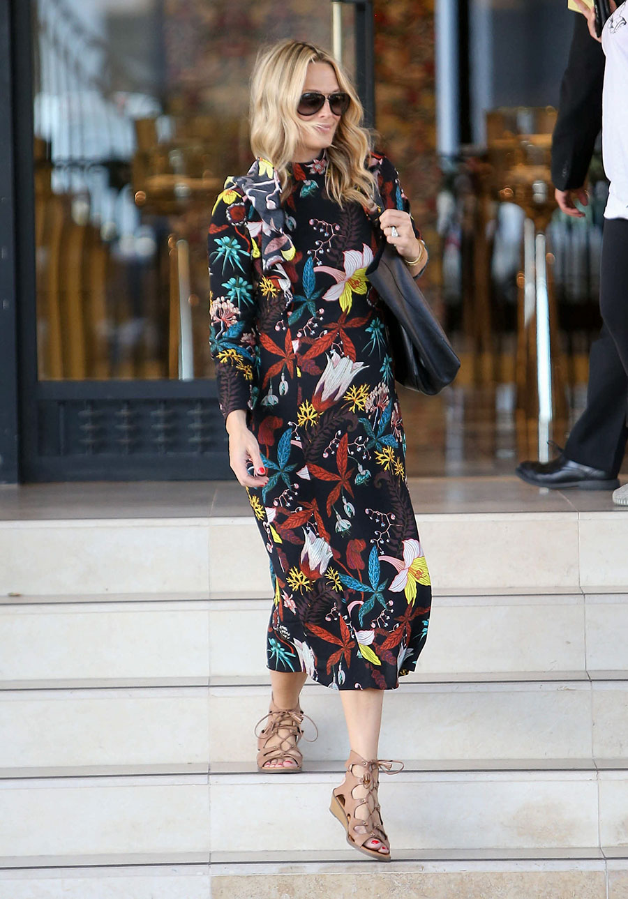 cc3fb62f509 Molly Sims wears the fall floral trend in her H M maxi dress that s under   20!