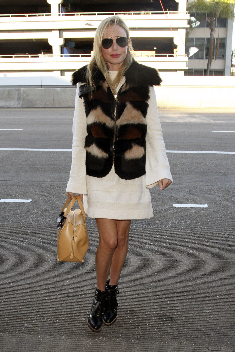 Recreate Kate Bosworth's winter streetstyle.
