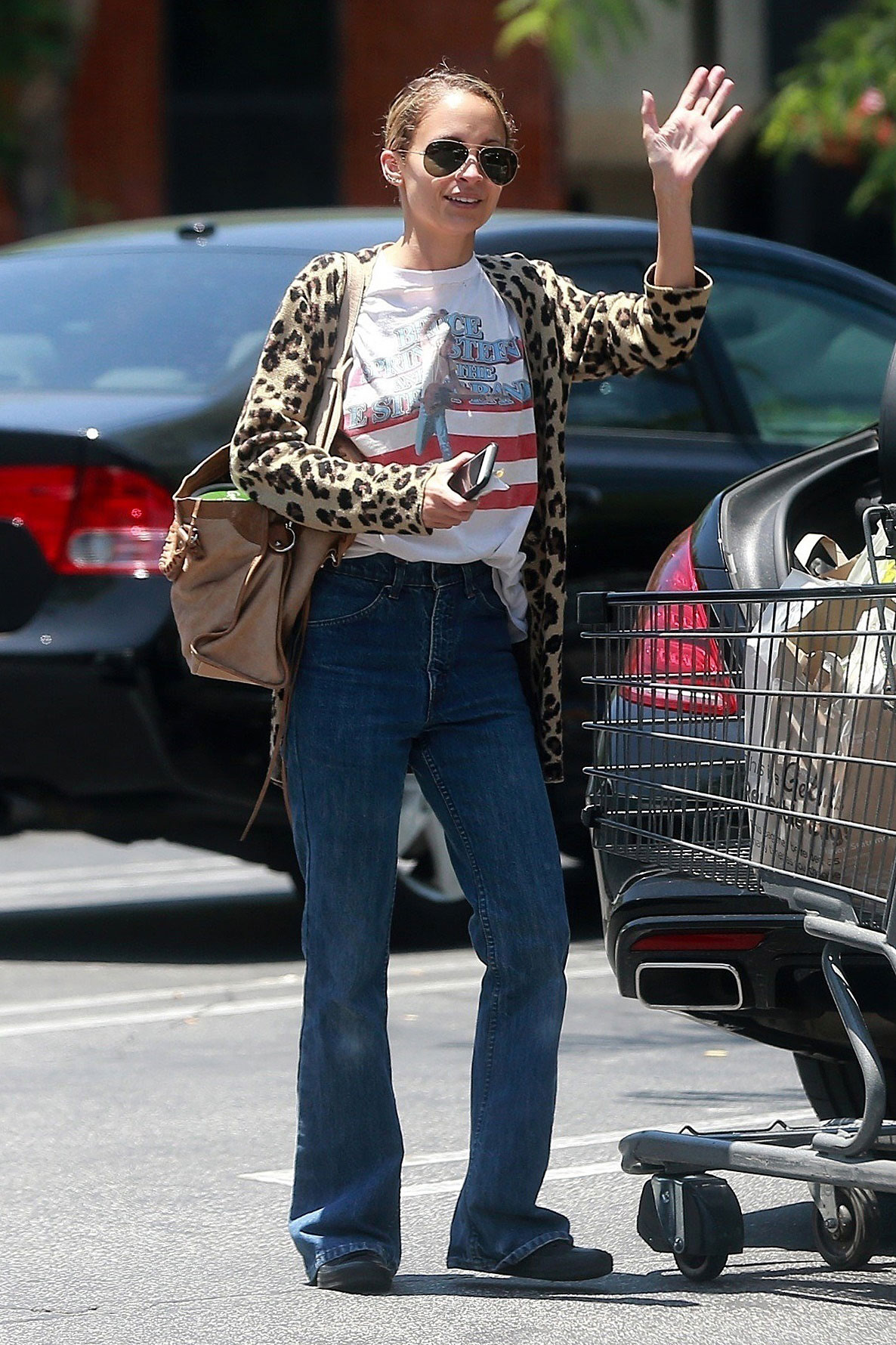 Nicole Richie wears a graphic tee, leopard cardigan and flare leg jeans while grocery shopping.