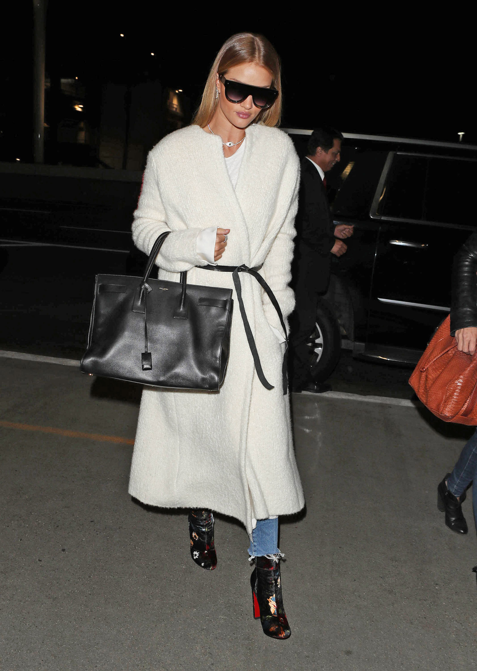 abdaf287c11 Rosie Huntington Whiteley s White Wrap Coat and Floral Ankle.