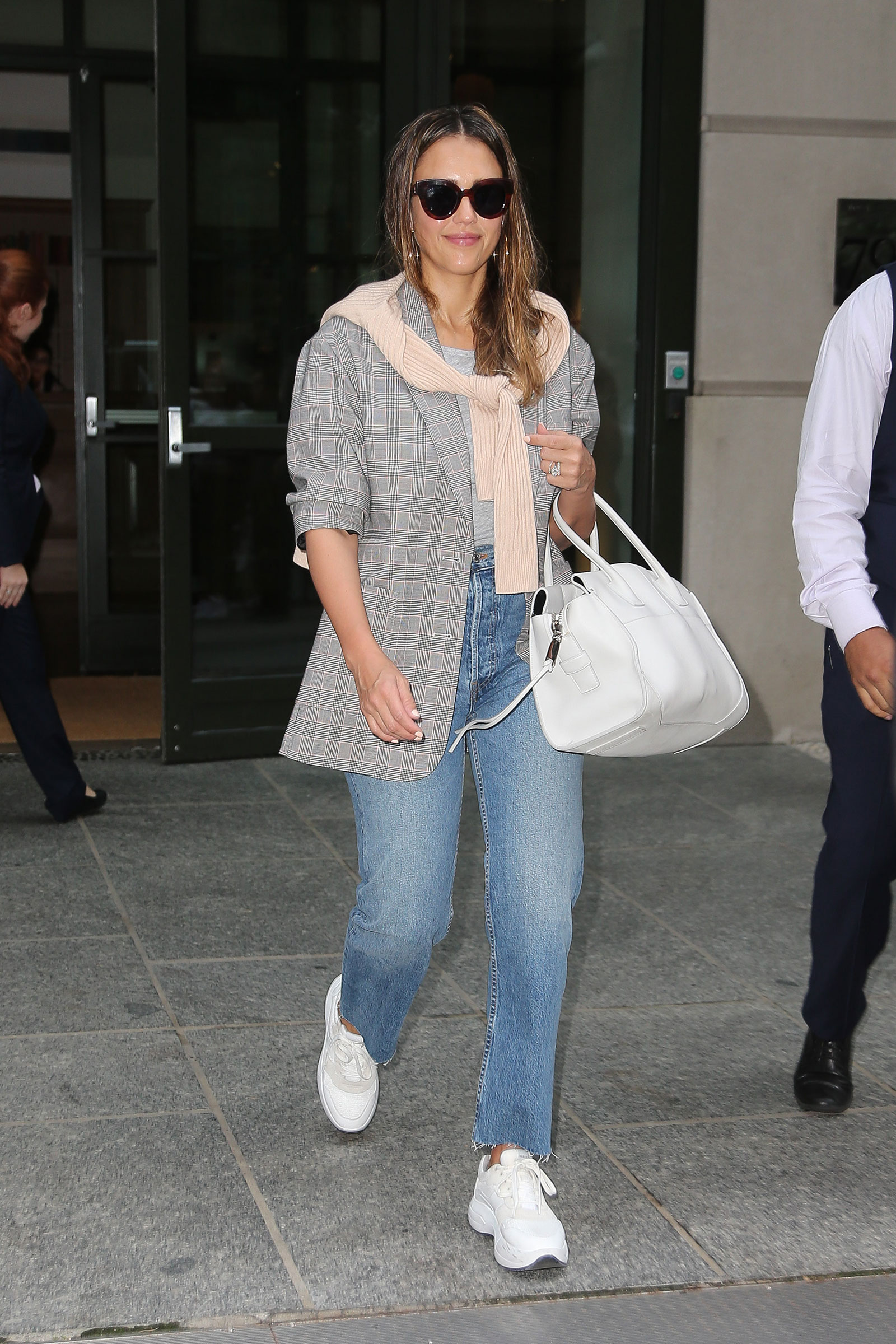 Jessica Alba makes me want Dad sneakers!