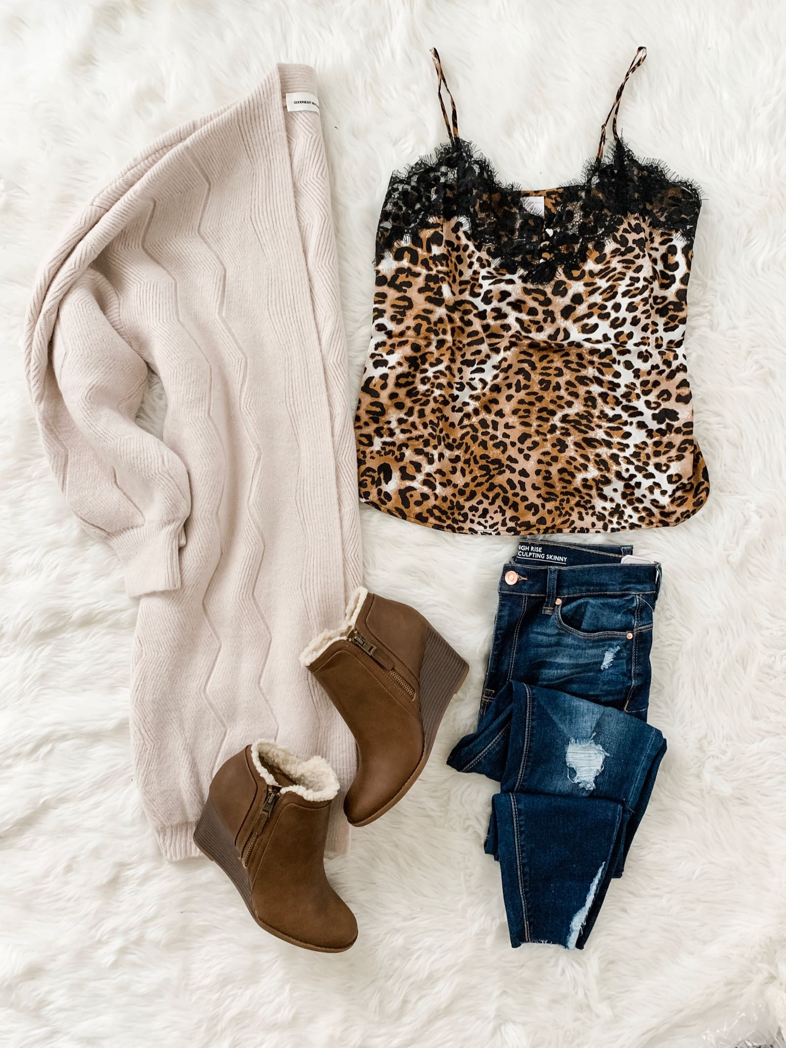 Fall outfit idea with leopard cami and jeans
