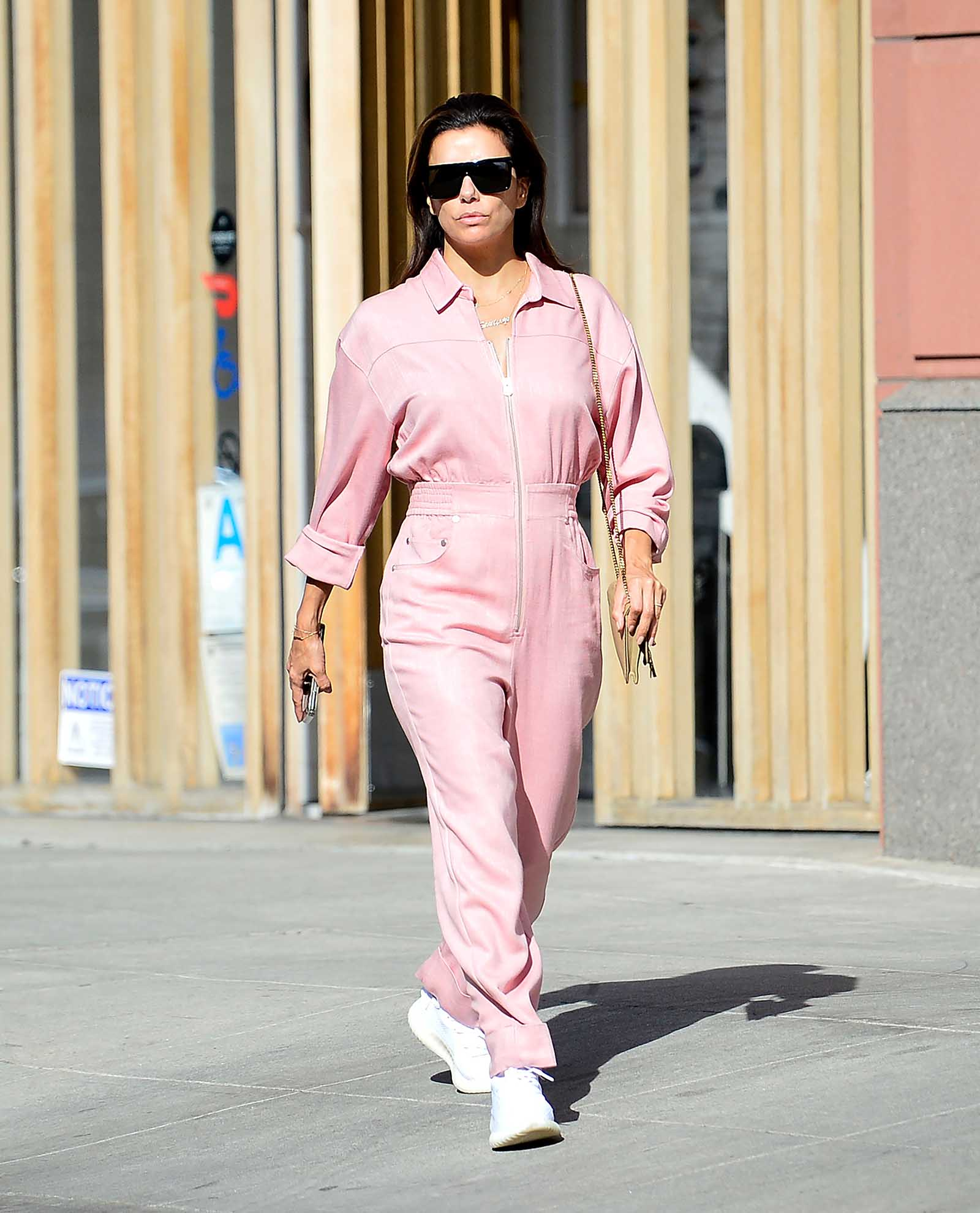 Eva is chic in pink!