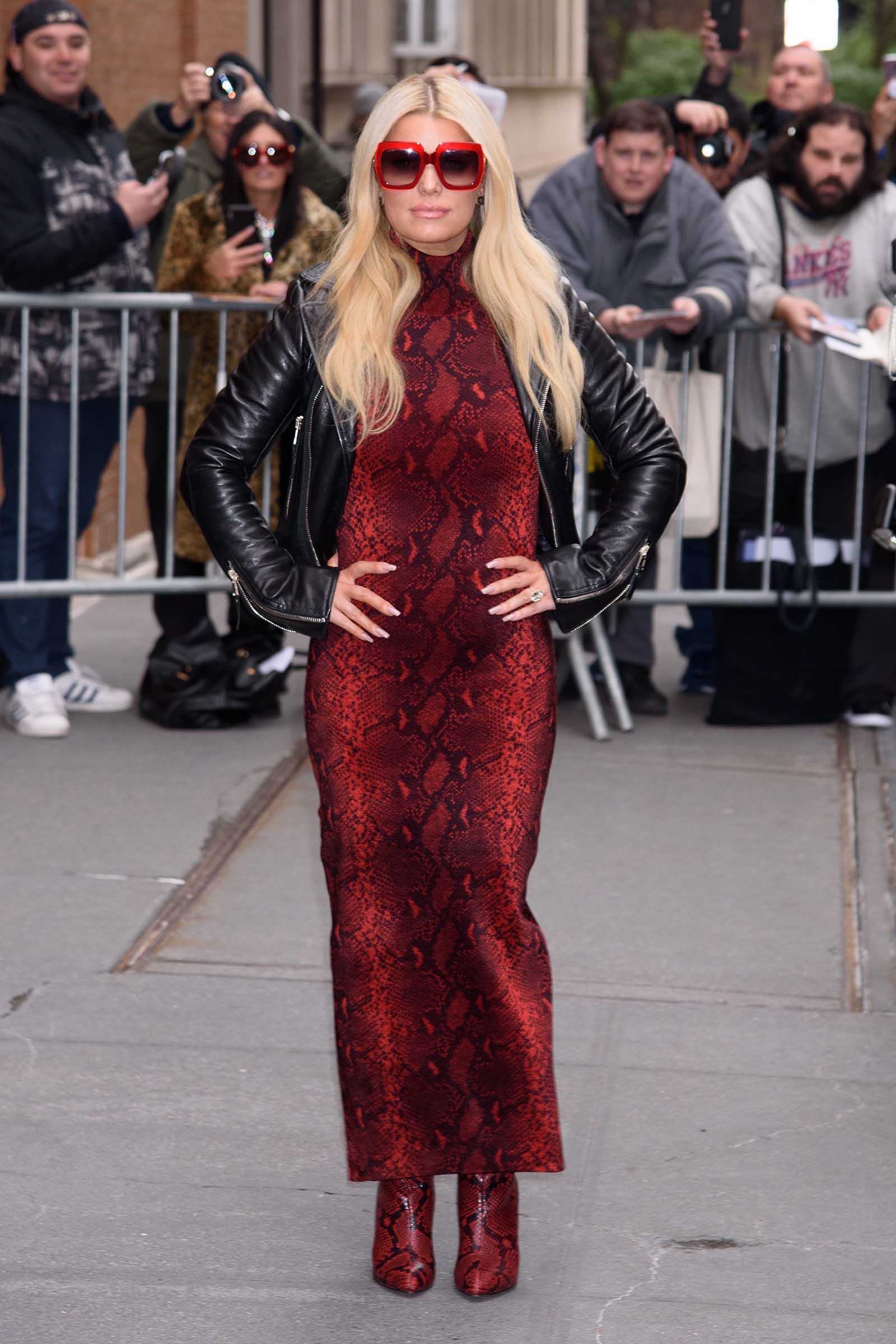 Jessica Simpson stuns in Sultry snake print!