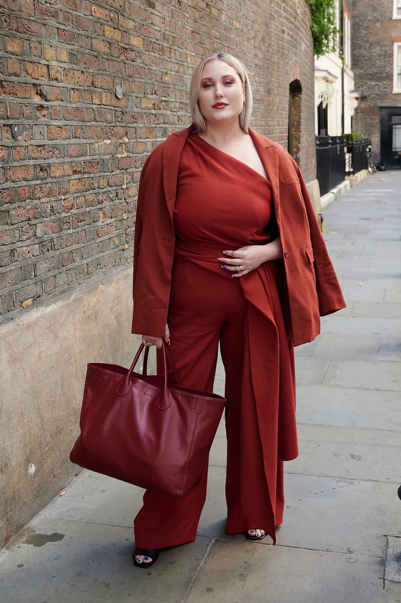 Hayley Hasselhoff works a bold monochrome look!